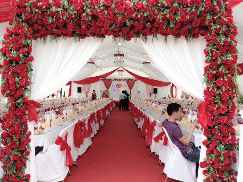 Tiệc nhà bạt trắng – đỏ